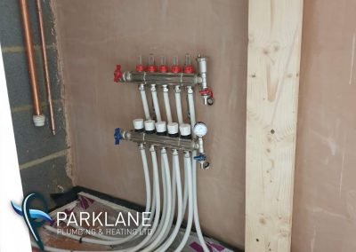 Underfloor heating manifold with 5 thermostaticily controlled zones.